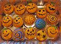 Halloween_cupcakes_-_pumpkin_cake_(6821031097)